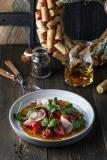 Салат с ростбифом, рукколой и пикантным соусом - 450 р.